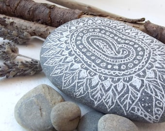 STONES decorated, MANDALAS, River stones, paperweights