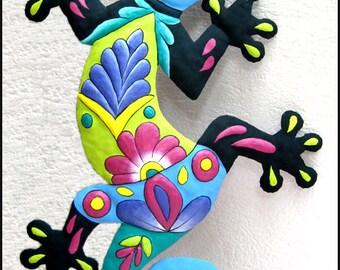 """Painted Metal Art Gecko Wall Hanging - Outdoor Metal Wall Art - Garden Decor - Tropical Metal Wall Decor  - 24"""" Gecko Wall Art - M-401-BL-24"""