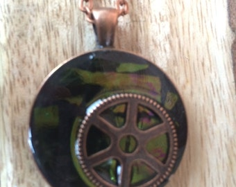 Steampunk necklace iridescent black and green