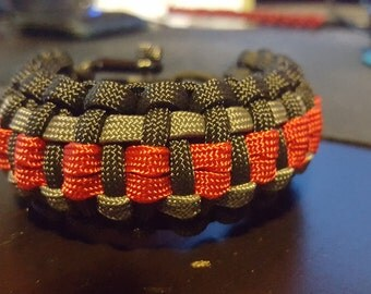 King Cobra Paracord Bracelet with gutted paracord weaved into the top layer