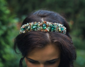 Beaded headband with emerald and beige crystals Adult Beaded bridal crown Baroque style Headband with pearls and crystals