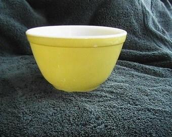 vintage 1.5 pint #401 yellow Pyrex nesting bowl