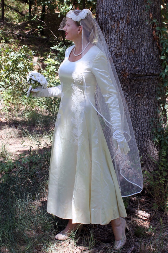 SALE! Vintage Wedding Gown and Veil, 1950's Handmade Wedding Dress and Floral Headpiece with Veil, 1950's Bride,