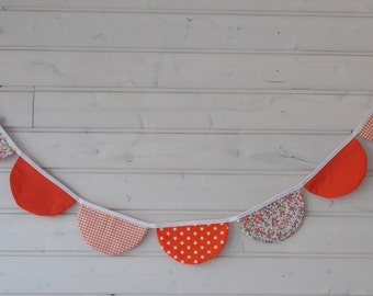 Garland semicircle in shades of orange
