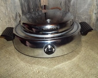 GE Dominion Round Electric Waffle Maker--Chorme-Model 1315 A
