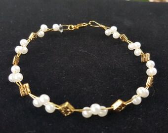 Delicate pearl beaded bracelet