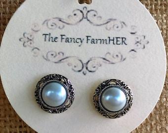 Argent et faux fini perle boucles d'oreilles bouton