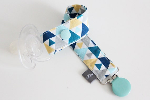 Pacifier clip - snap - enamel clip - triangles - blue - yellow - cotton fabric - baby - baby boy - baby gift - baby shower - dummy