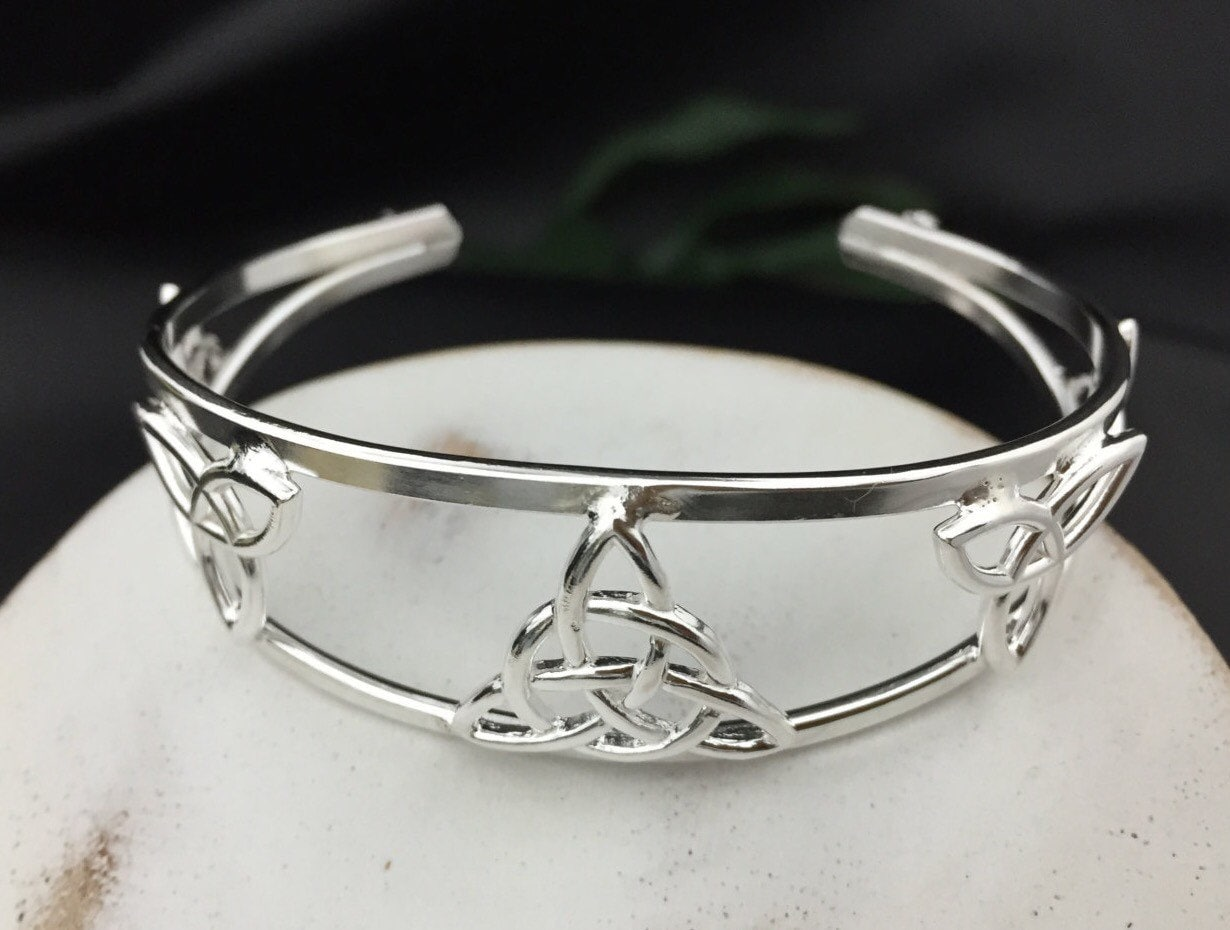 bohemian celtic bracelet cuff celtic trinity knot designs. Black Bedroom Furniture Sets. Home Design Ideas