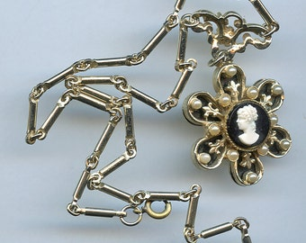 Vintage Daisy Cameo Black White Pendant Necklace Pearls 2451