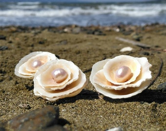 Shell and Pearl Rose Necklace, Beach Wedding, Seashell Necklace, Pearl Necklace, Floral Jewelry, Dusty Pink, Sea Treasures
