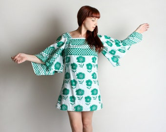 Vintage 1960s Mini Dress - African Tunic Hippie Flower Power Angel Wing Sleeve Mini Dress - Mint Green - Medium