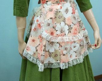Vintage 50s Hostess Apron . Floral Print Half Apron . Wide Lace Trimmed Apron