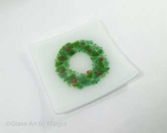 """Holiday Christmas Wreath Design 5"""" Square Fused Glass Sushi Plate"""