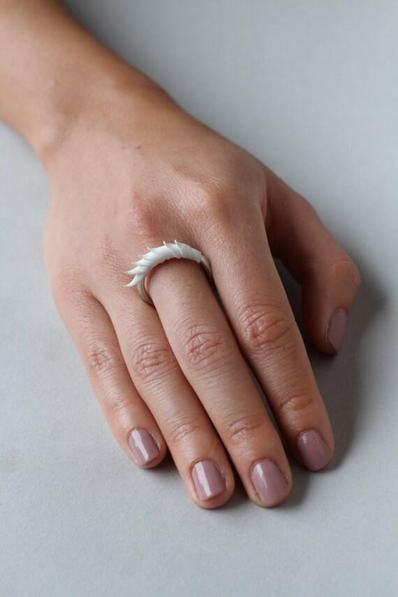 White Short Spike Plume Ring
