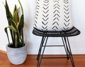 Vintage African Mud Cloth Cushion Pillow Cover - Black on white Arrows Large