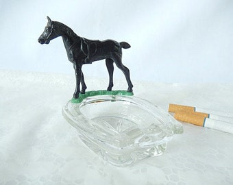 vintage horse ashtray, small ashtray, 1950s, horseshoe shape, black horse, tobacciana, , vintage come decor, trinket dish