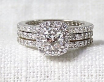 Stunning Diamond Halo Engagement Ring and Wedding Band Set 18k Gold 1.54 Carats GIA Certificate and Appraisal