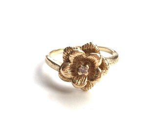 V I N T A G E // 14k tudor rose / yellow gold with a diamond solitaire / flower design ring / size 4.75