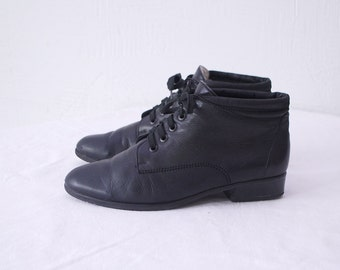 80s granny boots. black ankle boots. leather lace up boots - eur 39, us 9, uk 6