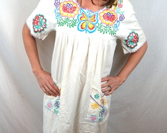 Embroidered 1970s 80s Vintage Oaxaca Mexican Floral Maxi Tent Dress