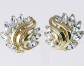 Vintage Crown Trifari Gold Tone Clear Marquise Rhinestone Clip Earrings  (E-2-4)