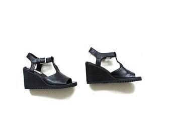 Vintage Leather Wedges 9 / Black Leather Sandals / T Strap Sandals / Platform Wedges