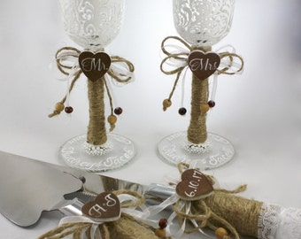 Rustic 4 pc set, Mr. Mrs. Toasting Flutes and matching cake server, Country Chic, hand painted and personalized flute bases