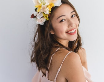 white natural flower spring racing fascinator // spring races flower crown headband, statement floral headpiece, melbourne cup, oaks day
