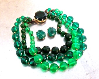 vintage green bead jewelry set - 1950s green faceted bead triple-strand necklace & clip on earrings set