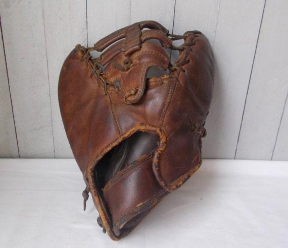 Vintage Baseball Mitt 11