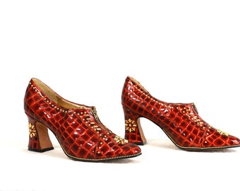 Vintage VTG 1980's 80's FANTASTIQUE Red Reptile Bedazzled Witchy Woman Shoes Leather Uppers Gold Lining Size 9 M Women's