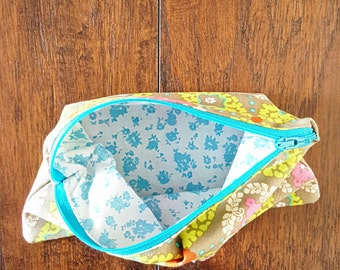 make up bag, pouch, zipper pouch, make up, beauty bag, cosmetic pouch, cosmetic bag