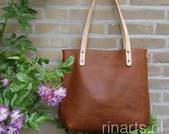 Tote bag BIG City, in vegetable tanned Italian full grain leather PULL UP  leather and natural vegetable tanned leather straps