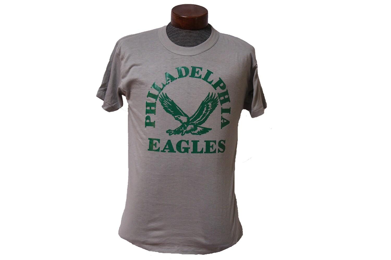 80 39 s philadelphia eagles football t shirt size medium for Eagles football t shirts