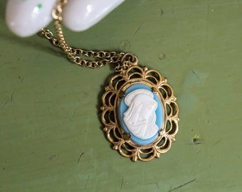 CLEARANCE>>> Vintage 1970s Virgin Mary Blue & White Plastic Cameo Pendant Necklace