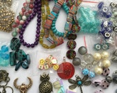 Almost 600 assorted beads and pendants