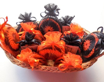 Halloween Dish Scrubber - Orange and Black Party Favors - Nylon Crochet Scrubbies