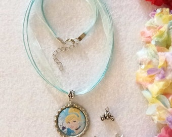 10 Cinderella Necklaces Party Favors.