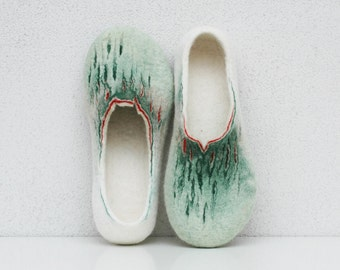 Felted slippers Women slippers Organic slippers Wool slippers Home shoes Woolen clogs Green white red Valenki Felted clogs Handmade shoes