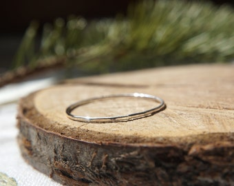 THIN hammered stackable ring - Sterling Silver / Knuckle ring / Midi ring / Dainty jewelry / Gift for her