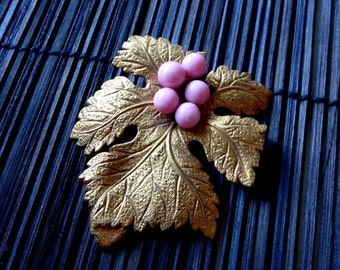 French Vintage 1940s NOS brooch Wine grape NOS