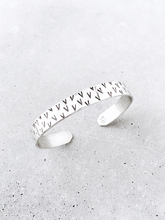 V Pattern Cuff / sterling silver / geometric pattern stacking bracelet