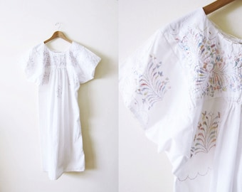 Mexican Embroidered Dress / White Bohemian Peasant Dress / Hippie Clothing