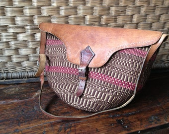 Woven Sisal Straw Tote Bag, Distressed Tooled Leather Duffle Beach Market Handbag Bag Satchel, Natural Earthy Colors