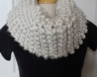 Sale 25 % Off - Knit Thick Cowl - Chunky Cowl - Knit Cowl - lvory - Winter Scarf - Extra Chunky & Bulky - Ready to Ship
