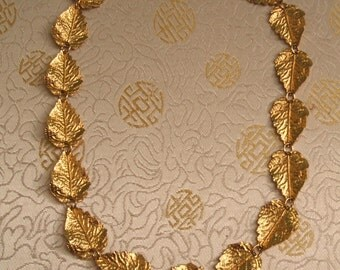 Vintage Gold Leaf Necklace - Vintage Necklace - Gold Tone - Gold Leaves - Gold Leaf - 1980s