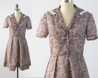 Vintage 50s Paisley Day Dress - Short Sleeve Gray Fit and Flare Dress w/ Lace Trim Collar - Rockabilly Shirtdress -  Size Medium M