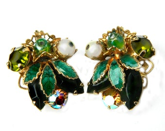 Weiss Rhinestone Earrings Green 60s Vintage Mid Century Enamel Cluster Clip On Earrings Emerald Green Aurora Borealis Faux Pearl Jewelry
