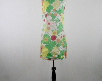 1970s Groovy Floral Cotton Shift Mini Dress Tanner of North Carolina by Dorothy Cox